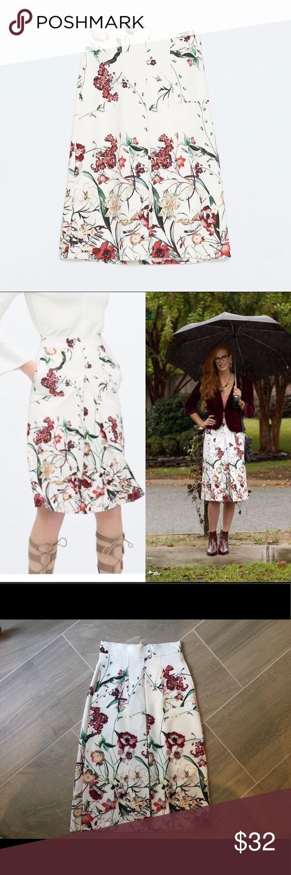 Zara Woman floral pleated midi skirt Gorgeous!! This midi skirt is pleated and has pockets. It zips up the back, and has a bit of a stretch. Size 24 XS-XXS. Zara Skirts Midi