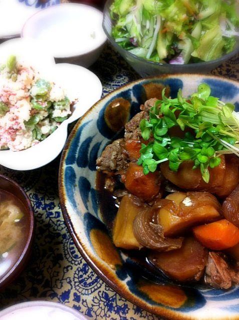 何だか久しぶりに和食かも。 - 55件のもぐもぐ - 肉じゃが、そら豆と桜エビの白和え、長ネギと生姜のおみおつけ、水菜のサラダ by centralfields