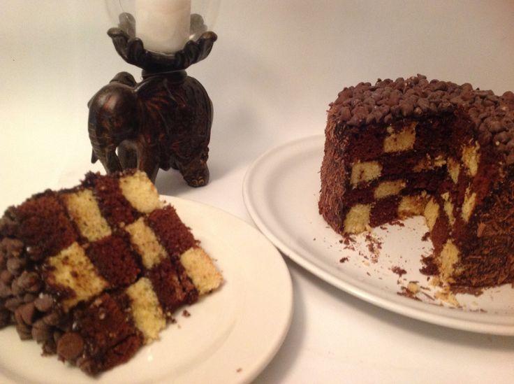 Pastel ajedrezado de chocolate