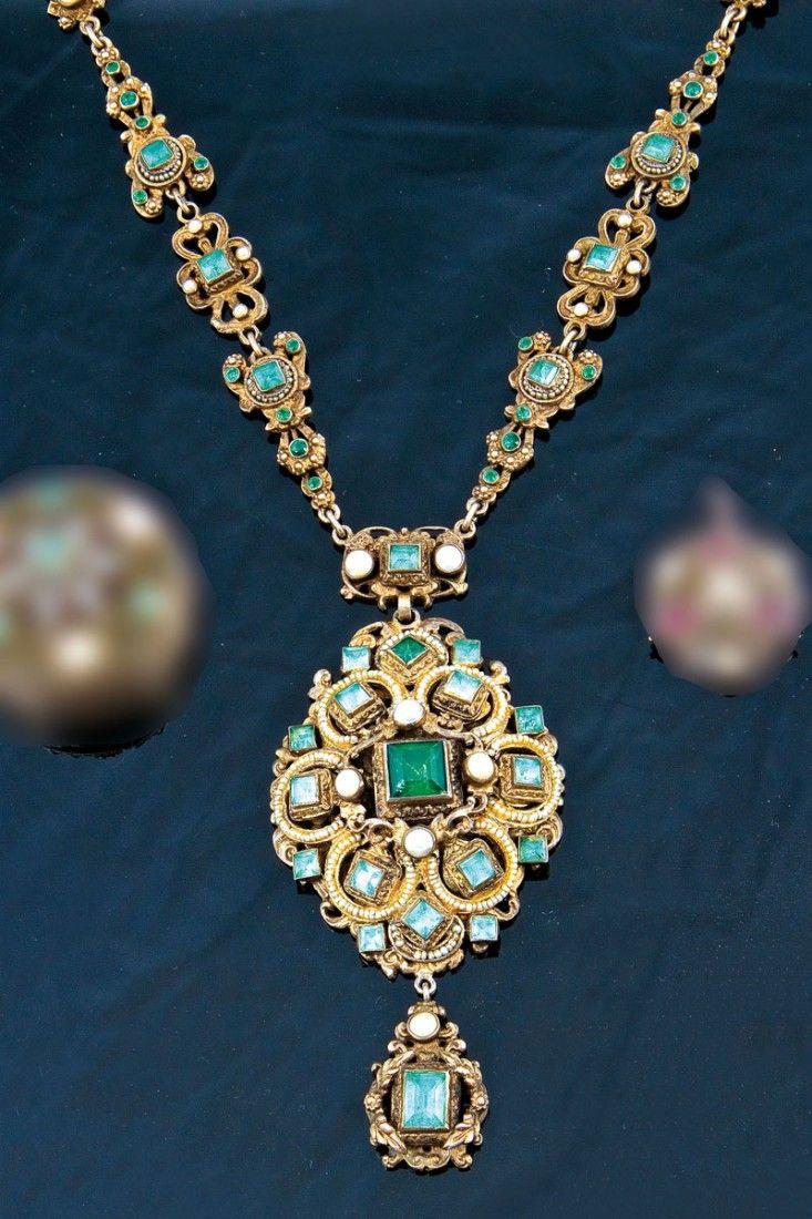 Rare emerald necklace Transylvania, Kingdom of Hungary, 19 Century. Silver, partly gilt. 48 cm - Fischer Auctions