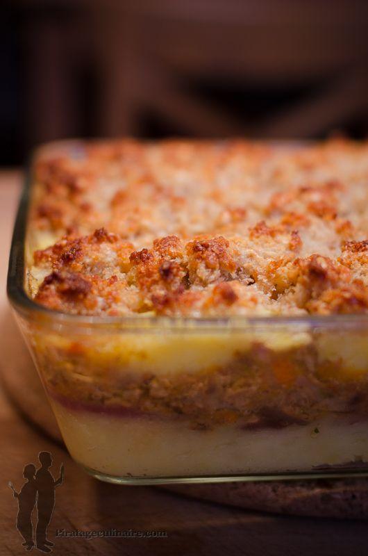 Crumble de pommes de terre et de canard émietté. Voici une recette tout droit sortie de la tête de mon mari, qui devait être très inspiré ce jour-là...Je vous propose donc : un crumble de pommes de terre et de canard émietté, accompagné d'oignons rouges caramélisés. J'adore !. La recette par Piratage Culinaire.