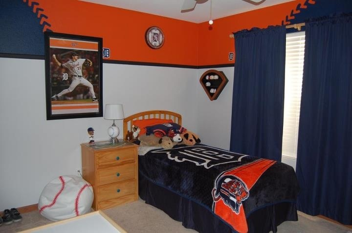 Detroit Tigers baseball bedroom for a young boy.