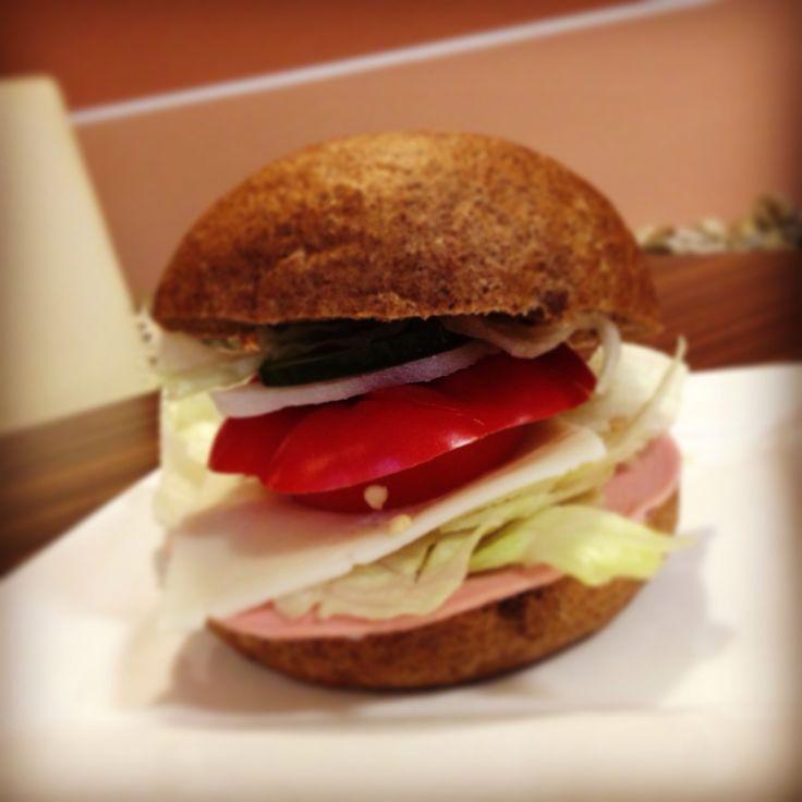 Íme legújabb finomságunk a szendvics! Helyben készítjük neked, ezért mindig friss és finom. Van húsos és vega is.  ;) #reggelizz