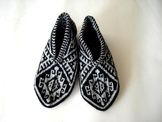 Knitting Pattern For Turkish Slippers : 17 Best images about Hand Knitted Turkish Slippers Socks on Pinterest Tradi...