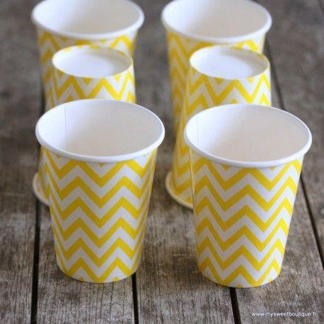 Ces gobelets à pois aux couleurs vives donneront une touche de couleur à vos buffets, fêtes d'anniversaire ou même baptêmes ou baby-showers.