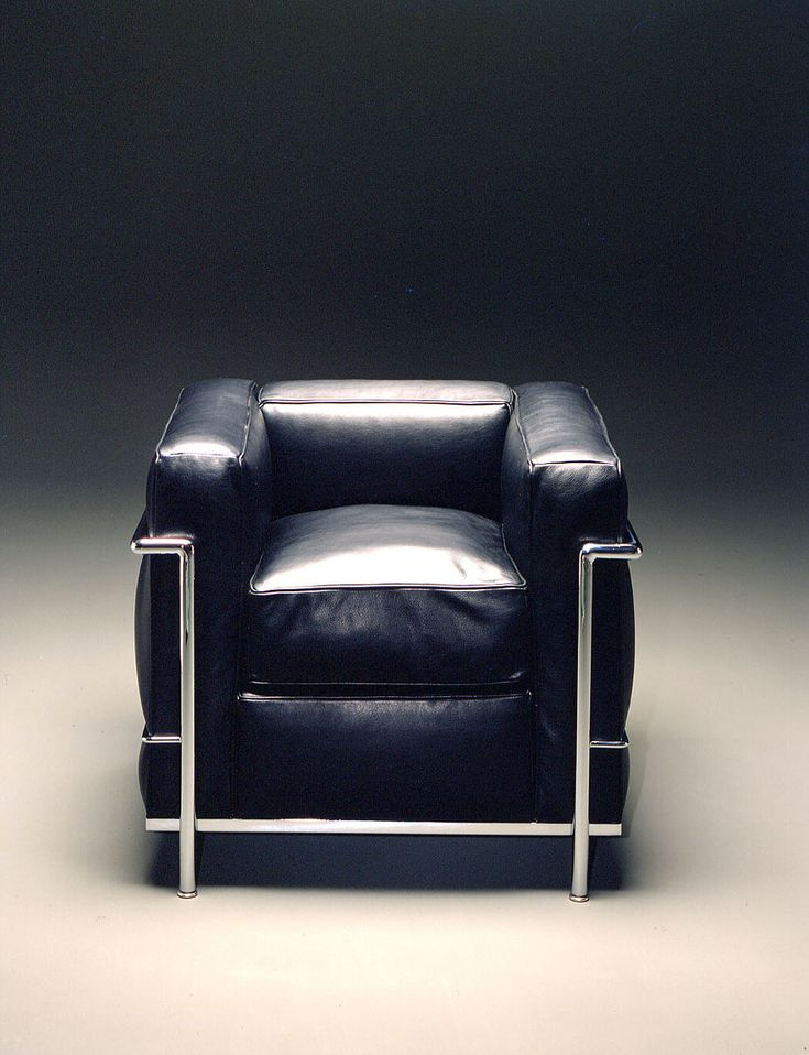Le Corbusier & Pierre Jeanneret & Charlotte Perriand, the LC2 chair, 1928. Originally manufactured by Thonet. / Konsepti