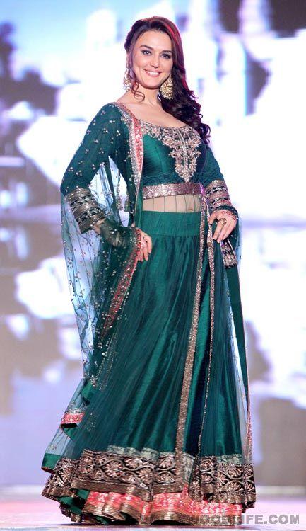 #PreityZinta in a green lehenga  #lehengadesigns #indianlehenga #bridallehngacholi