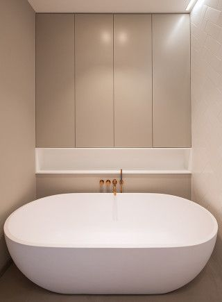 Bathroom. Private home Amsterdam: interior design and project management by Heyligers design+projects. www.h-dp.nl