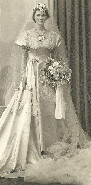 1930's-40's bride: 1930S Bride, Vintage Brides, Gowns 1930S 40S, 1930S 1940S Bride, Bride Pics, Long Veils, 1930S 40S Beauty, Weddings Gowns, 1930S 40S Bride