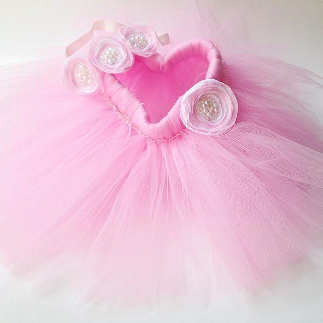 Комплектик для маленькой принцессы из Одессы. Фатиновая юбочка🍥 с повязочкой из 3 цветочков из фатина и шифона+большой цветочек-брошь, который украшает юбочку и при желании его можно будет использовать в дальнейшем и с другой одеждой.  #фатиновыеюбочки #фатиновыеюбкиназаказ #фатин #туту #юбкатуту #мамулинысокровища #mamuliny_sokrovishcha #crown 💭Стоимость подобных юбочек: 🔸 230-250 грн - 0-6 месяцев - длина 10-15см; 🔸 260-280 грн - 6-12 месяцев - длина 18-20см; 🔸290-300 грн - 1-3 года…