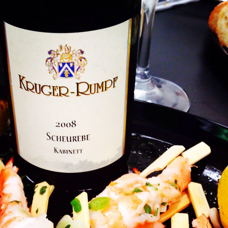 The ultimate summer pairing! A sweet chili Thai Poached Shrimp paired to the Kruger-Rumpf Scheurebe Kabinett. Kinda like a German lime Popsicle! Love this delicious lil grape: Scheurebe. Lime, basil & honey! All for an easy $12 (the wine). #perfectpairing #certifiablydelish