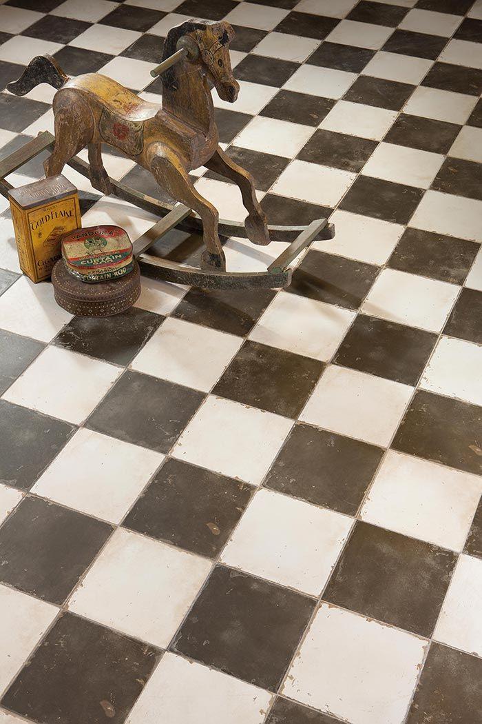 Imágenes de los suelos vintage, Damero diseñados por Francisco Segarra en el catálogo de Peronda.