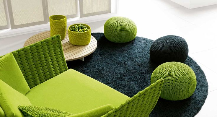 Picot - Series of poufs available in different dimensions and cushion.