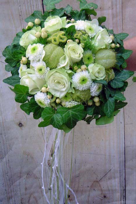 Brautstrauß in weiß und grün