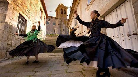 Galician folkloric dancers