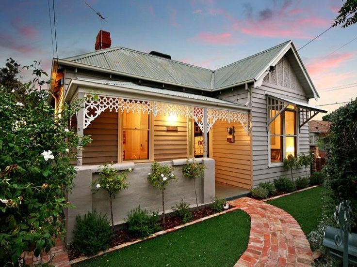 PAINT COLOUR. Corrugated iron edwardian house exterior with porch & landscaped garden - House Facade photo 450221
