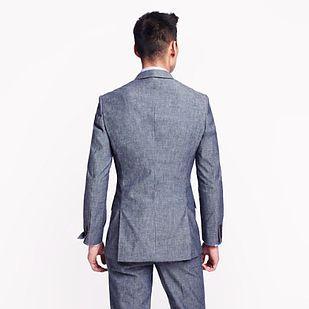 Un ambo de doble corte en la espalda es mucho más moderno que el simple