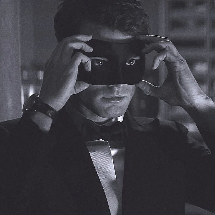 First sneak peak at Fifty Shades Darker: 4 New Things You Need to Know