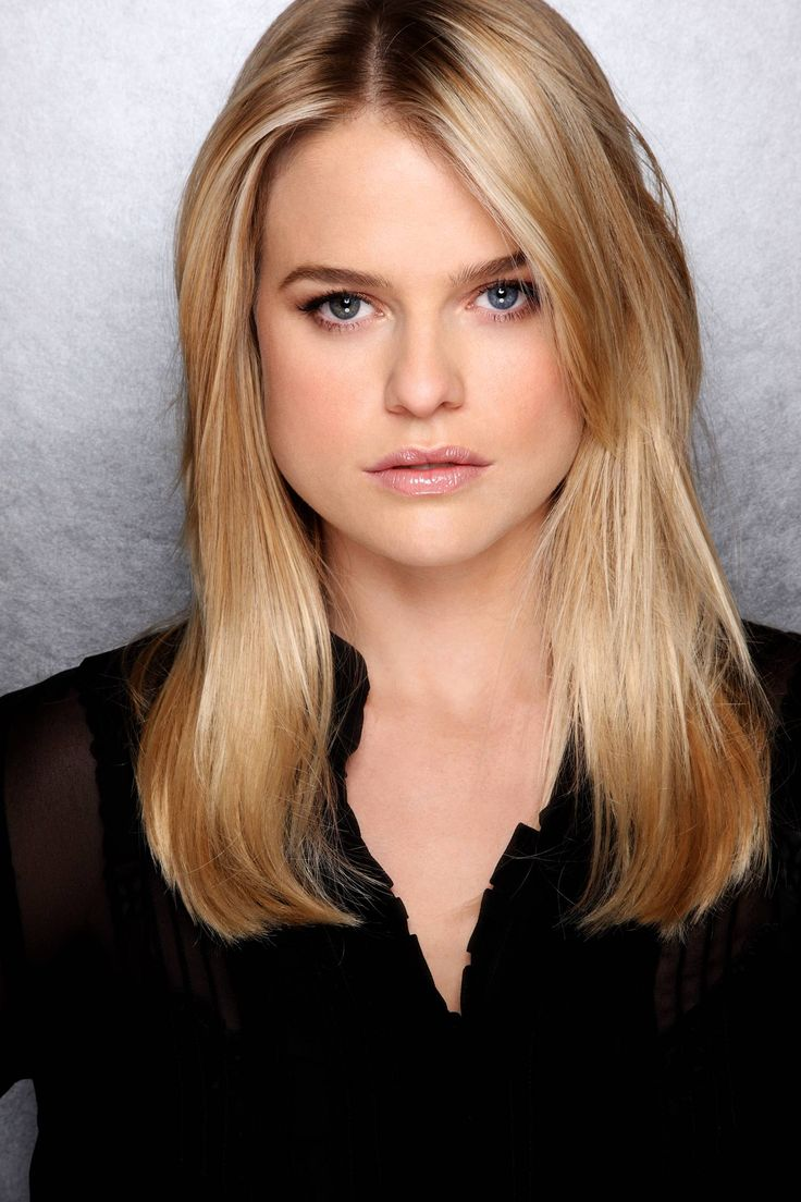 Alice Eve: Star Trek Hot