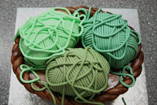 Knitting Cake Tutorial : How to make a knitting basket cake