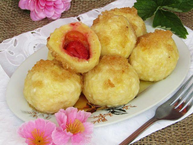 Tradycyjna kuchnia Kasi: Knedle serowe z morelami i truskawkami