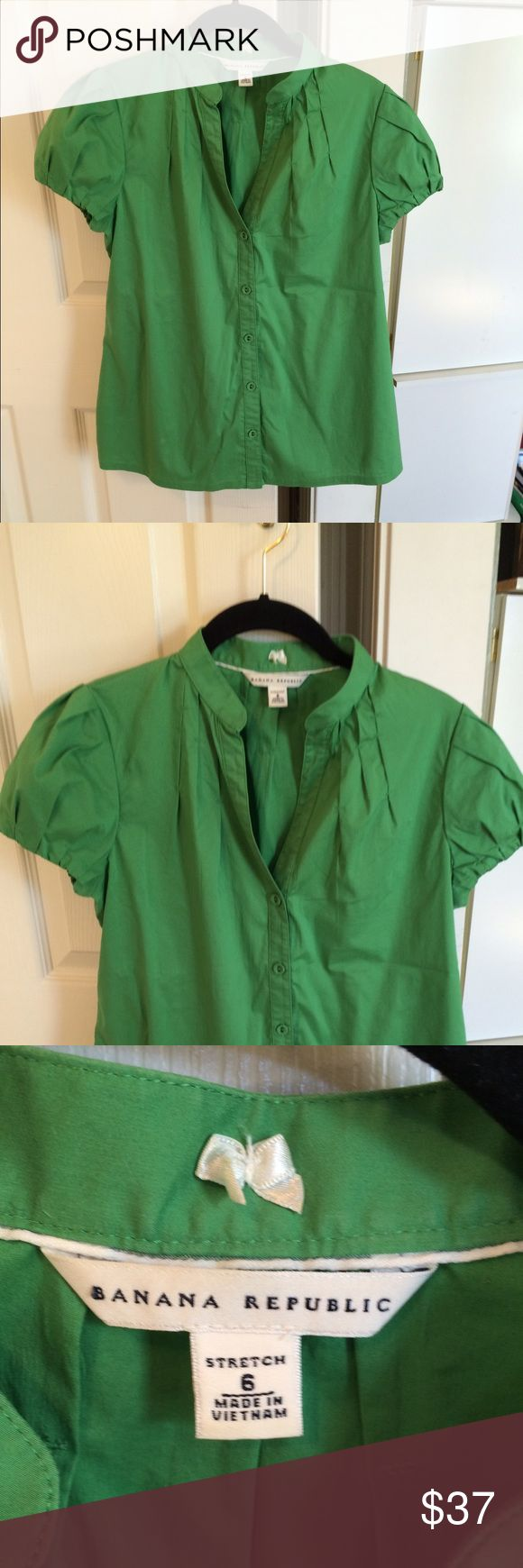 Banana Republic Green Short Sleeve Top Banana Republic Green Short Sleeve Top.  Size 6, Good Pre Owned Condition, Very Clean, No Holes or Stains. 100% Smoke and Pet Free Home. Thanks for looking!!! Banana Republic Tops Blouses