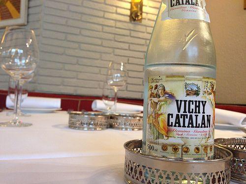 Vichy Catalán genuina, en la mejores mesas de los restaurantes y bares del país, como en las mesas del restaurante Izarra (Barcelona)