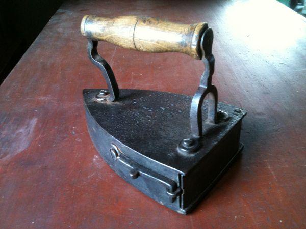 Irons Antiques - Vintage Antique Colectibles
