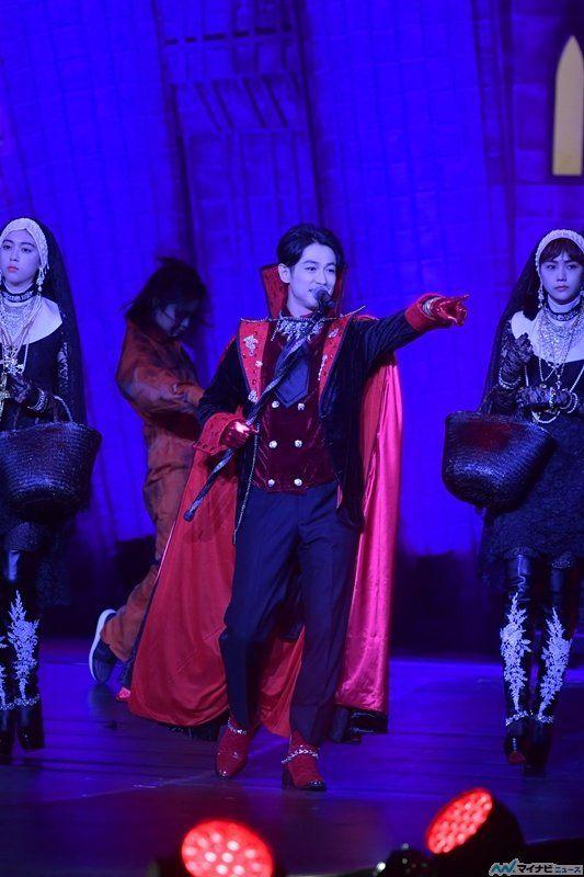 ディーン・フジオカ、ヴァンパイア姿でランウェイ! 生歌&ダンスに会場熱狂   エンタメ   マイナビニュース
