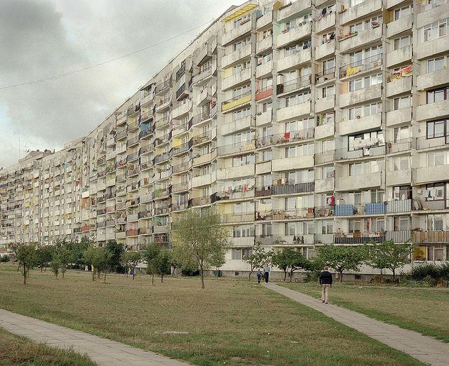 falowiec, gdańsk-przymorze - the largest social housing block in europe. built 1970-3, 6,000 inhabitants, gdansk, poland. photo 1994 ©chris dorley-brown