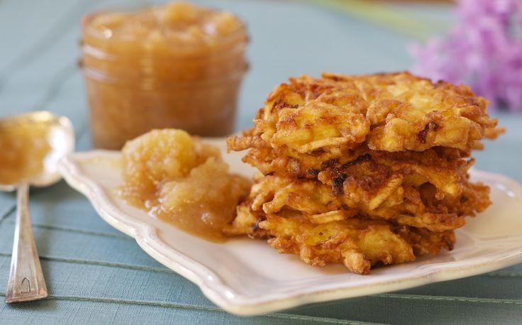 Save Print Latkes de papas Autor: Berta Bou Cuisine:RecetasJudias.com Ingredientes Para una docena de latkes: 4 ó 5 patatas grandes 1 cebolla mediana