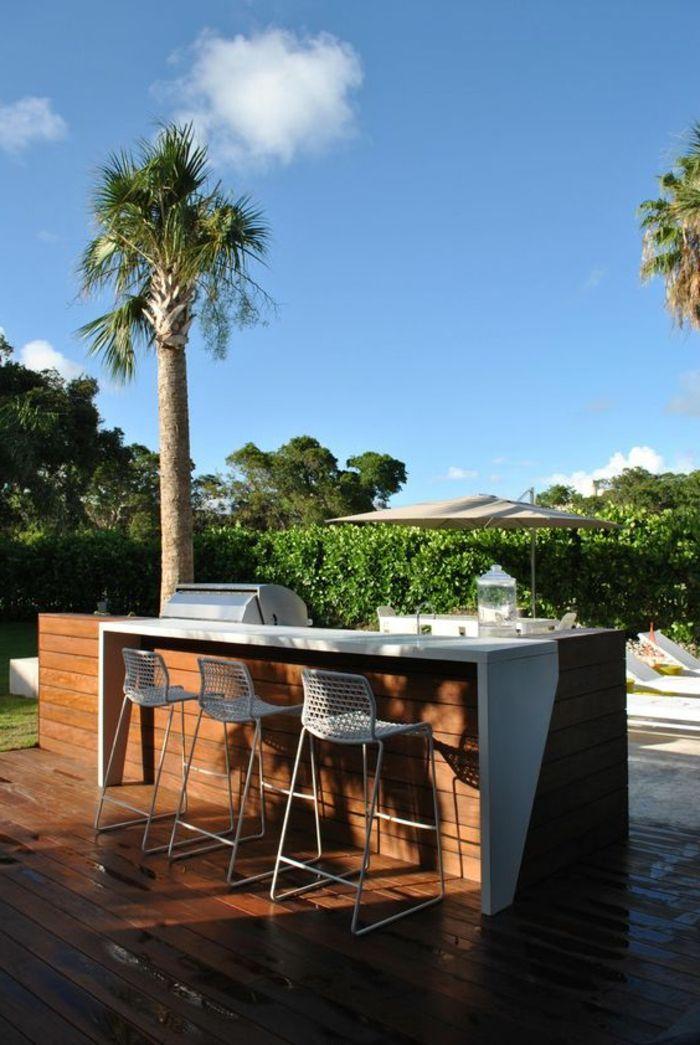 Eine Grillküche Mit Theke Gleich Neben Dem Gartenschwimmbad Bbq