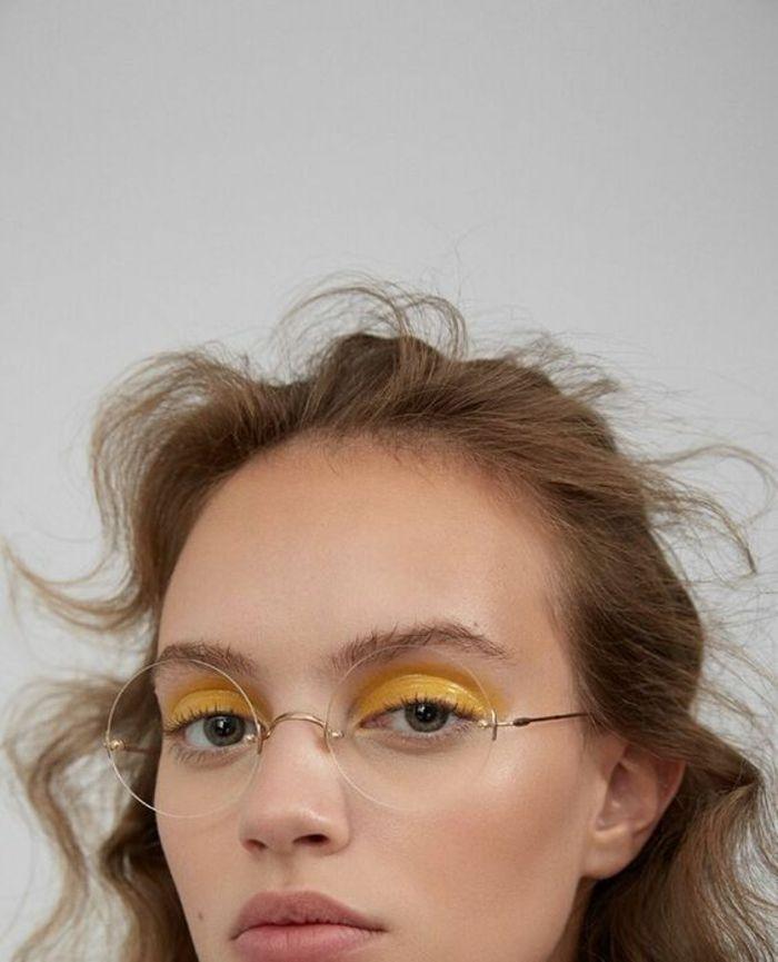 c1f61f49b44160 lunette de vue, lunette ronde femme, monture lunette femme, lunette sans  monture, style hippie chic, maquillage des yeux en couleur jaune glossy