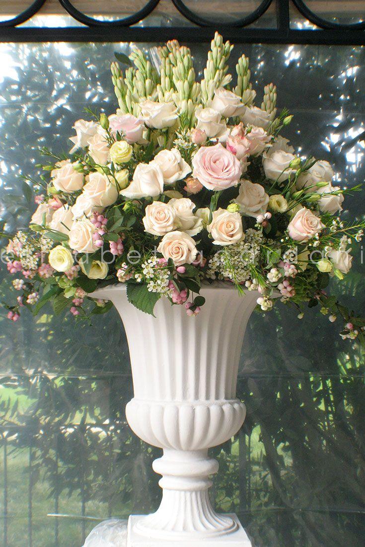 #elisabettacardani #italianstyle #flowers #romantic @italyweddings1