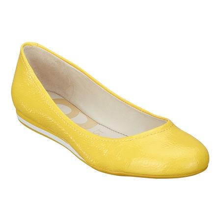 I knew I was onto something loving yellow...it's the new spring trend! Nine West - Cyndi