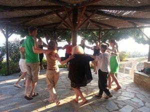 #Greek #dance is fun…just join us! Η Ελλάδα έχει μια μεγάλη ποικιλία χορών. Από περιοχή σε περιοχή, οι διαφορές είναι πολλές και έχουν την σημειολογία τους. Read more at: http://www.omilo.com/shall-we-dance/