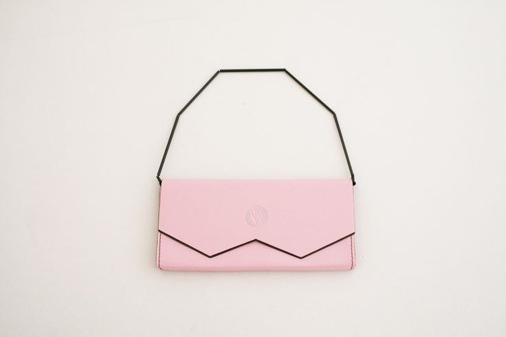 PROCHAZKA CARBON LUGGAGE / Carbon fiber clutch in marshmallow pink