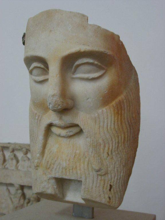 Tanrıça Atena'nın heykeli, Atena tapınağı (M.Ö 2 yy), Tanrıça Persafon heykeli , Asur sarayı, Mishta Sarayı, Babil'in Istar Kapısı, Romalılardan kalma Ürdünden çıkarılan yer mozaikleri, ve İslam eserlerine ait parçaların sergilerini görme şansı bulduk... Daha fazla bilgi ve fotoğraf için; http://www.geziyorum.net/berlin-2-gun/