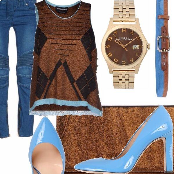 Jeans modello motociclista in denim blu, canotta color bronzo con lavorazione e bordi a contrasto, Décolleté in vernice celeste, borsa a mano in pelle brillante color bronzo, orologio in metallo con logo nel quadrante, cintura bicolore con fibbia in metallo
