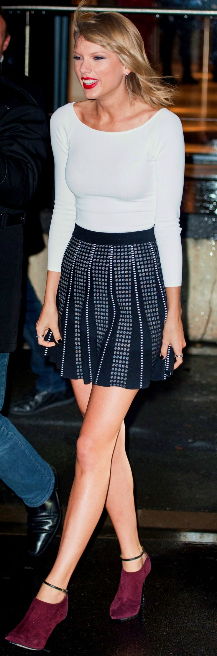 Taylor Swift ; Leaving NRJ Radio, Paris, October 2014, BCBG Max Azria skirt & Jimmy Choo booties. Cute skirt !