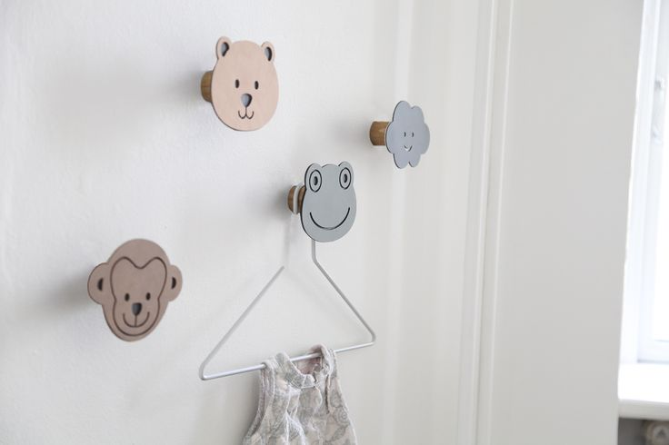 KIDS DOTS are the functional wall decoration designed in thin steel and covered in soft recycled leather. DOT has a trunk of oak mounted with a double screw.