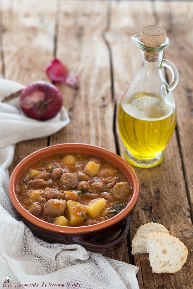 Salsiccia in umido con patate e fagioli