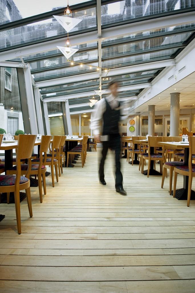 Breakfast atrium at Inntel Hotels Amsterdam Centre