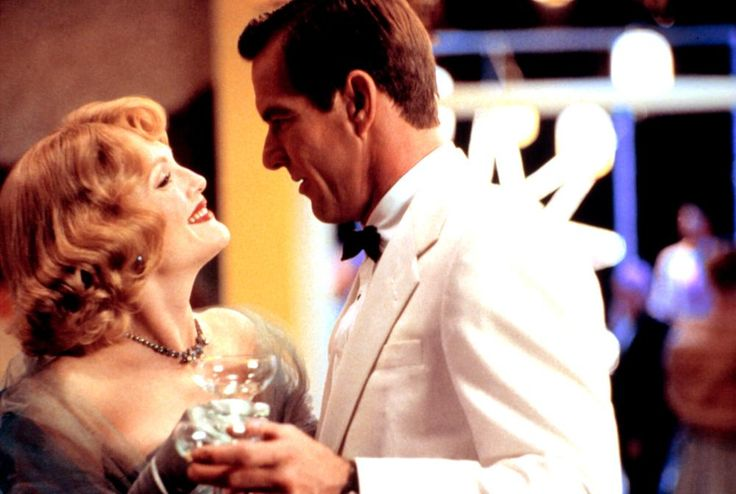 Julianne Moore, Dennis Quaid, 2002 | Essential Gay Themed Films To Watch, Far From Heaven http://gay-themed-films.com/far-from-heaven-film/
