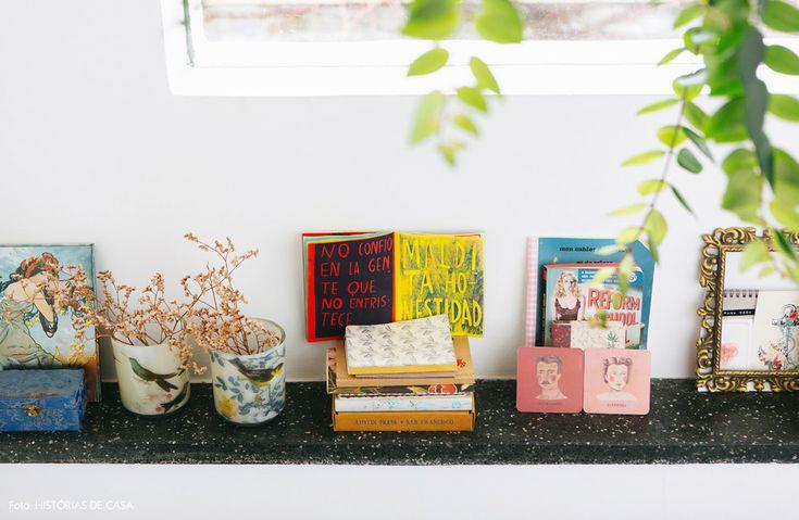 34-decoracao-escada-planta-pendurada-colecao-objetos