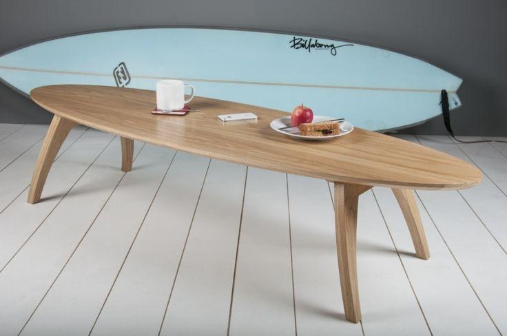 idée déco pour chambre d'ado : table avec la forme de surf