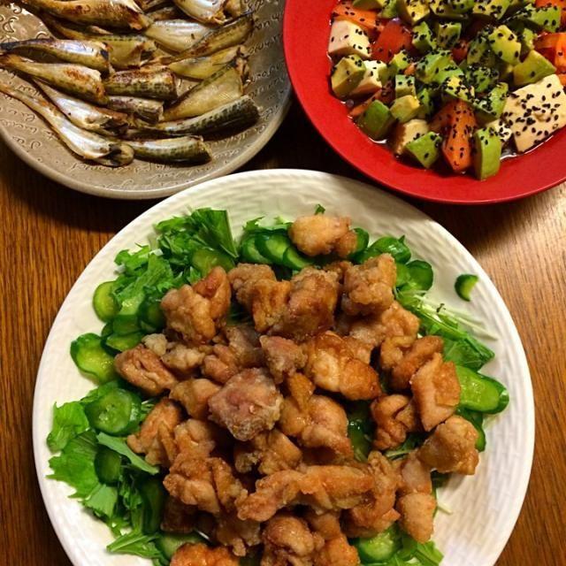 アボカドのサラダはアボカド、トマト、豆腐を別々にあえて最後に一緒にしてみまさした。全部柔らかい素材なんでいっぺんにあえたらドロドロになるかなって思って〜୧⍢⃝୨⚑゛ - 3件のもぐもぐ - ★たれかけ唐揚げ★はたはたの塩焼き★アボカドトマト豆腐のサラダ by kate397