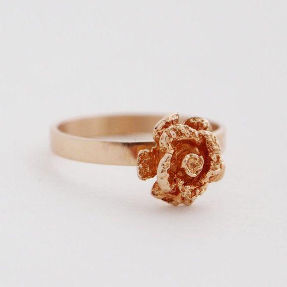Martti Viikinniemi, modernist 14k solid gold flower rose ring, 1970. #Finland | Hopea20