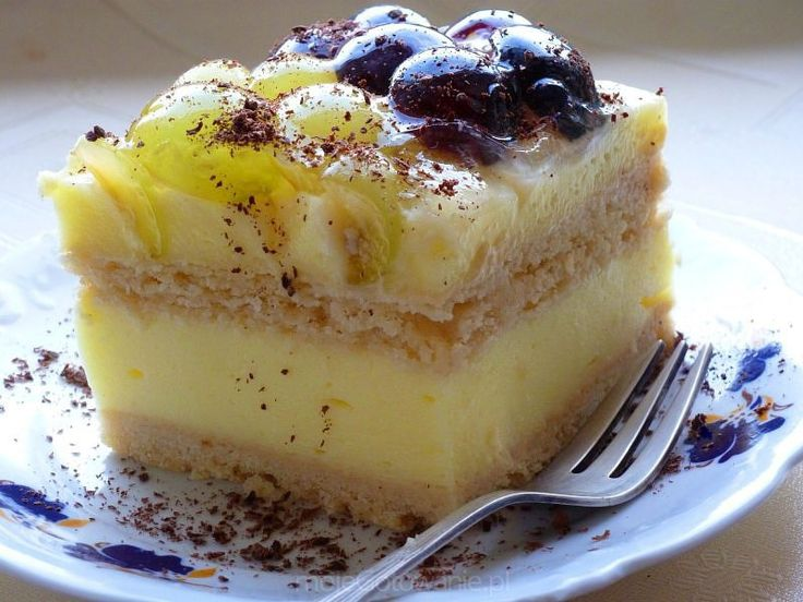 Ciasto budyniowe na herbatnikach z winogronami i galaretką Dariaa