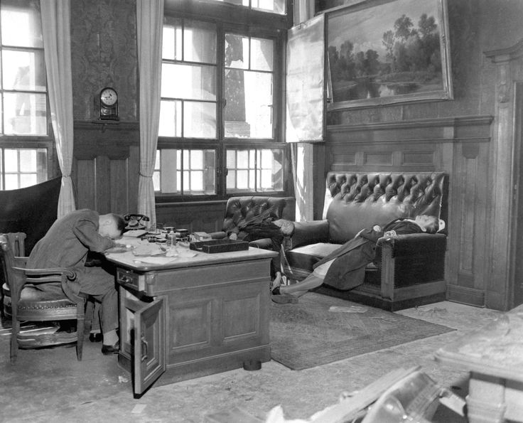 One of the most poignant photos of the end of Nazi Germany: The mayor of Leipzig, his wife and his daughter (the uniformed nurse on the sofa) after committing suicide at the news of approaching US forces, April 20, 1945.